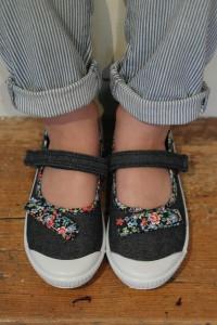 Girls Velcro Shoe