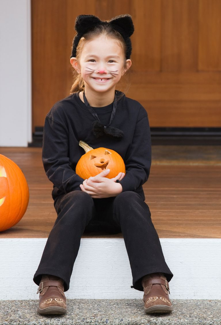 diy-kids-cat-halloween-costume-1539354481