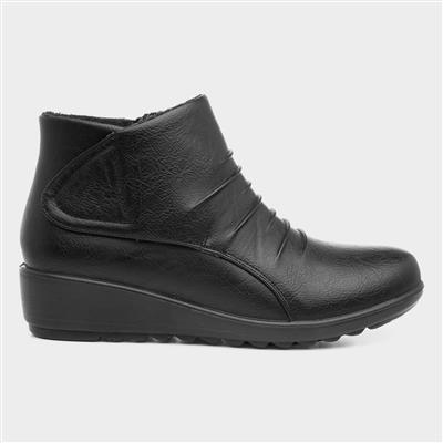 Womens Easy Fasten Ankle Boot in Black